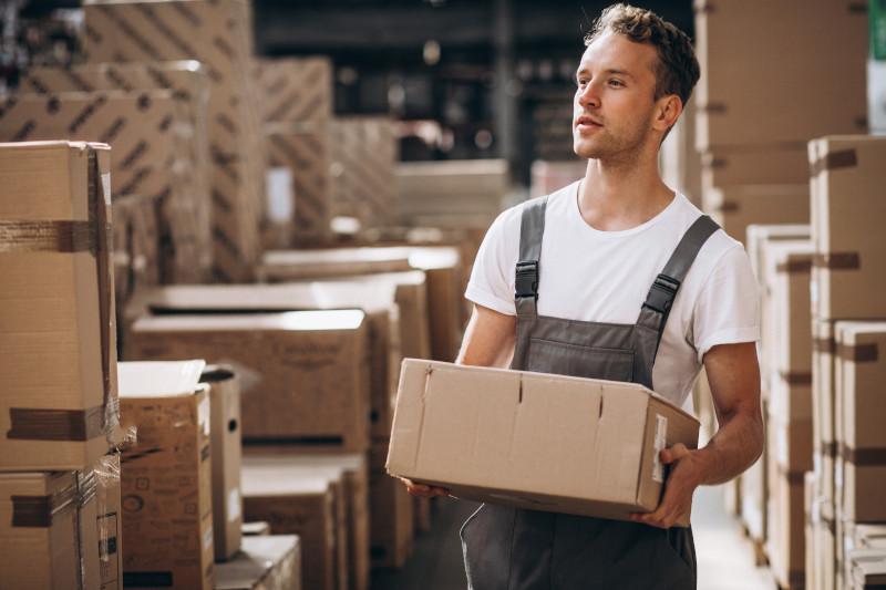 Pakowanie kartonów – metody na usprawnienie procesu